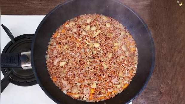 Больше не варю гречку отдельно в кастрюле, готовлю намного вкуснее «по-боярски» в сковороде: просто, быстро и сытно