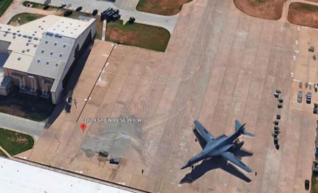 На снимках Google нашли невидимый самолет