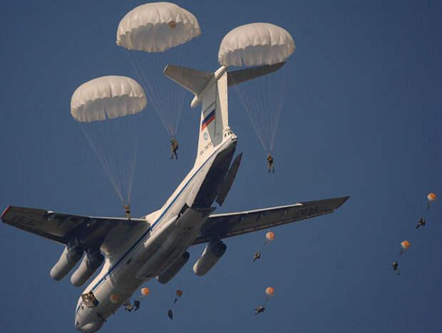 Такое в России впервые. И это были не просто парашютисты из ФПС