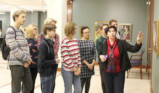 Александр Моор поздравил спрофессиональным праздником сотрудников музеев