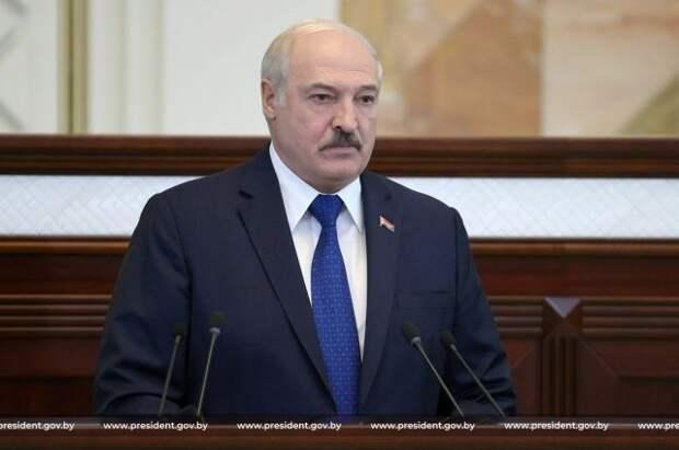 Лукашенко заявил о проработке Москвой и Минском вопроса о полетах в Крым