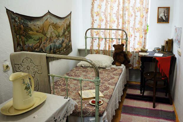 В канун дня рождения Булата Окуджавы наш корреспондент оказался в доме, где поэт был мальчишкой