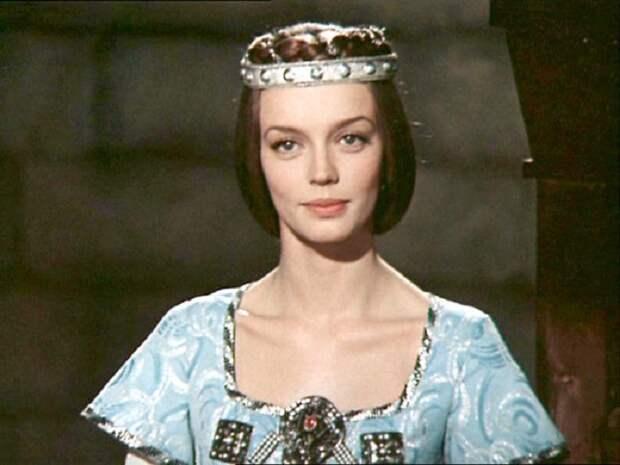 Одна из самых ярких красавиц советского кинематографа.