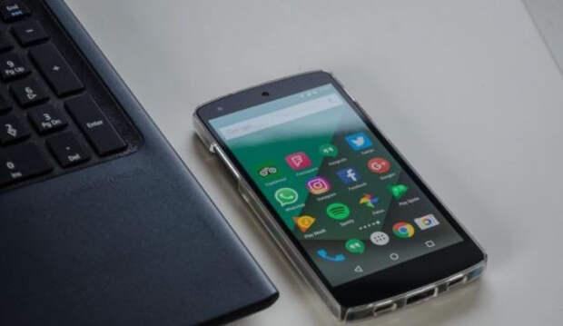 Сноуден предупредил владельцев смартфонов об опасности утечки их данных