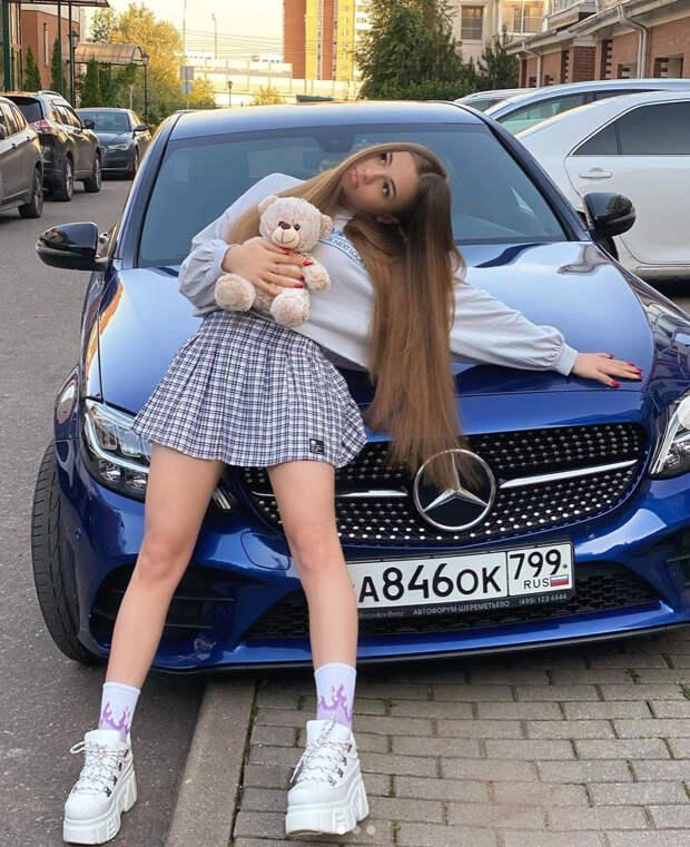 Как одевается самая обсуждаемая 19-летняя девушка Егора Крида, которую не любит Лариса Долина