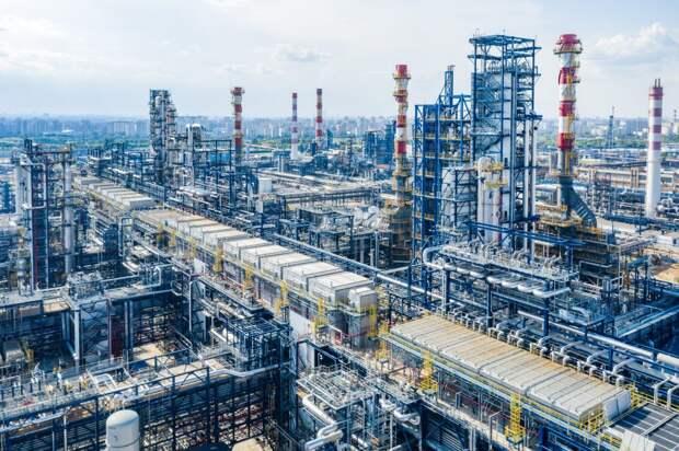 """Комбинированная установка переработки нефти """"Евро+"""" на МНПЗ / Фотго: ПАО """"Газпром нефть"""""""