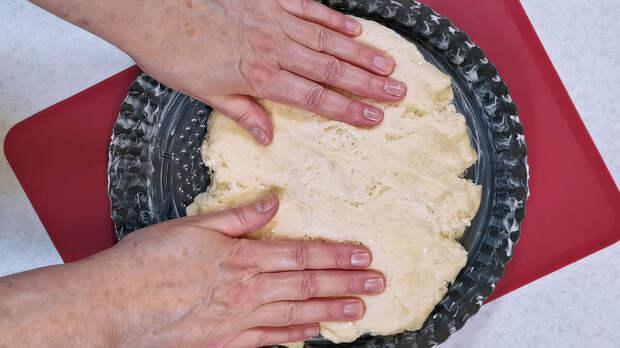 Готовлю каждый сезон открытый пирог с нежной как крем заливкой. Начинки меняю и делаю из разных ягод (рецепт с черешней)