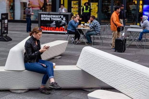 НаТаймс-сквер появились антитеррористические скамейки