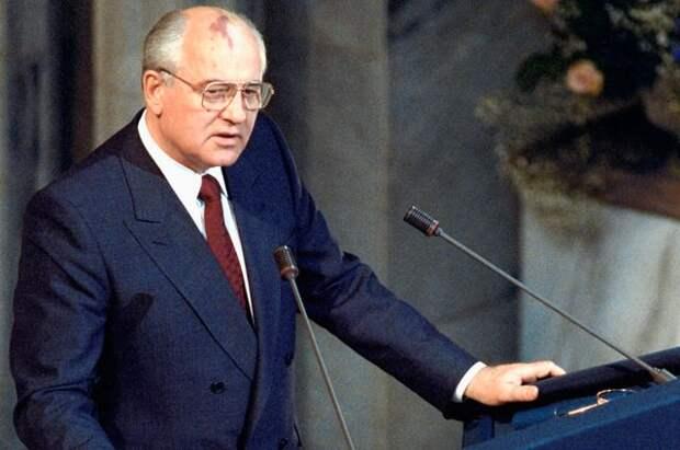Президент СССР М. С. Горбачёв, лауреат Нобелевской премии мира за 1990 год, выступает с традиционной Нобелевской лекцией в Осло.