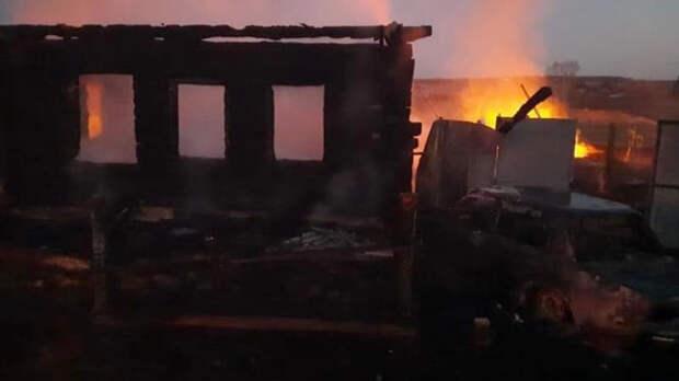 После пожара в доме на Урале нашли тела нескольких детей