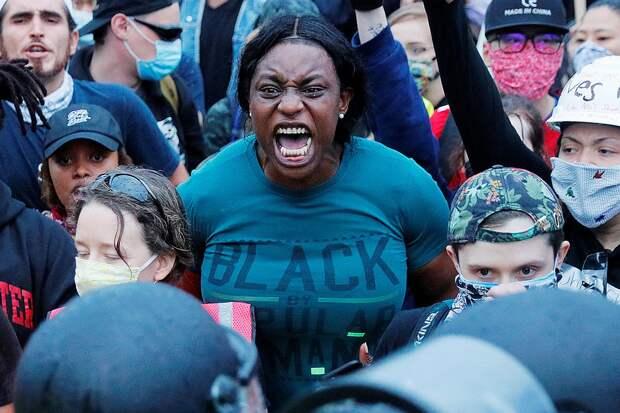 Некоторые эксперты называют нынешнюю волну протестов самой массовой за всю историю США. Фото: REUTERS