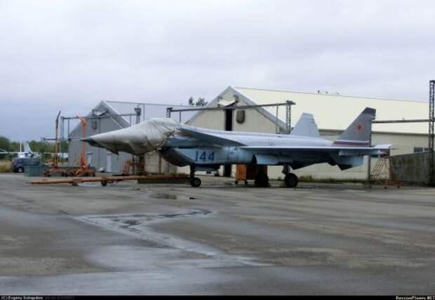 """Внешний вид нового китайского малозаметного истребителя """"Цзянь-20"""", вероятно, скопирован с российского самолета МиГ-1.44, считают военные эксперты"""