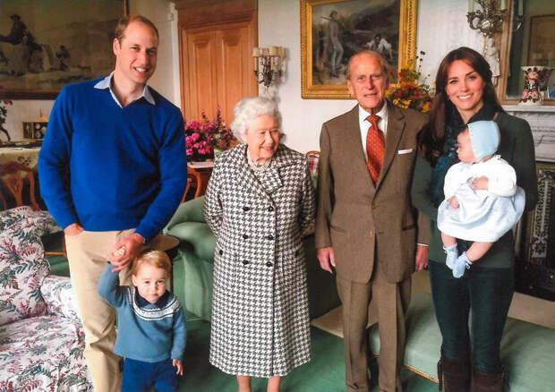 Королевская семья поделилась редким снимком принца...
