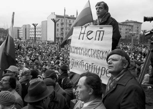 Участники митинга в Вильнюсе