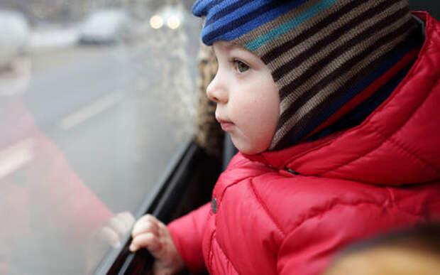 Бабушка отвлеклась: трехлетняя внучка одна уехала на автобусе