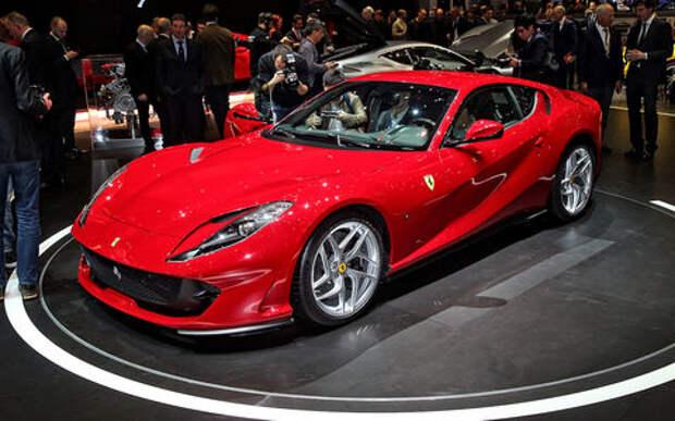 Король Женевы: Ferrari 812 Superfast во всем великолепии