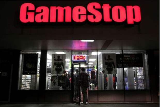 "People enter a GameStop store during ""Black Friday"" sales in Carle Place, New York November 25, 2011. REUTERS/Shannon Stapleton"