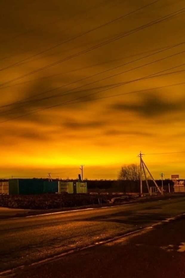 Подсветку теплиц под Петербургом видно из любой точки городa