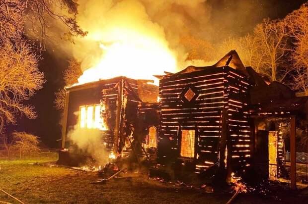 В Хмельницкой области сгорела деревянная церковь. Появилось видео
