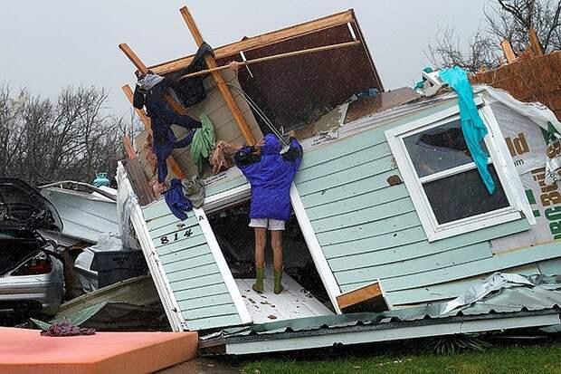 В США из-за тропического шторма погибли 12 человек