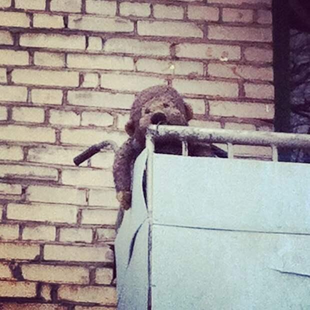 Кто-то же держит на балкончиках уныние и печаль балкон, балконы, на балконе, прикол, че за хрень на балконе?, юмор