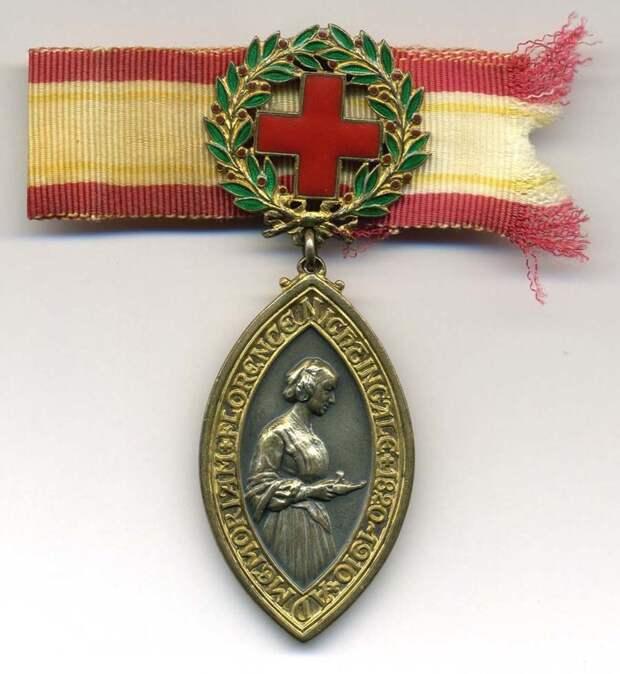 В советском союзе медалью имени Флоренс Найтингейл было награждено 46 советских женщин — медицинских сестёр, военных фельдшеров, санитарных инструкторов, и других медицинских работников. Из них 38 за подвиг в годы ВОВ интересное, история, медсестры, подвиг, факты