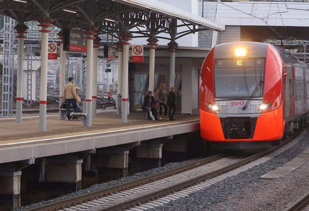 На станции МЦК «Окружная» раздают воду
