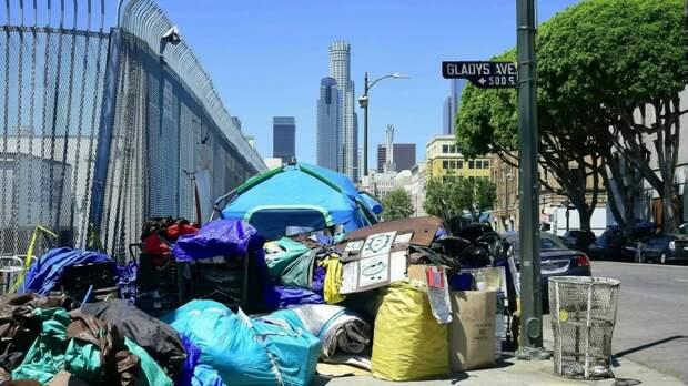 В Лос-Анджелесе бездомные оккупировали знаменитый пляж