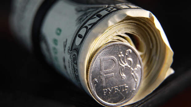 Эксперт посоветовал россиянам покупать доллары, несмотря на курс