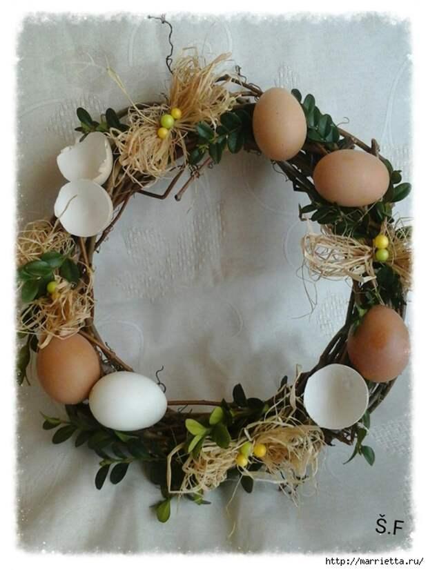 Плетение из газет. Корзинка для пасхальных яиц. Мастер-класс (18) (525x700, 261Kb)