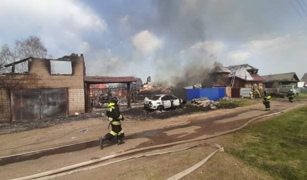Несколько построек загорелись в частном секторе Ижевска