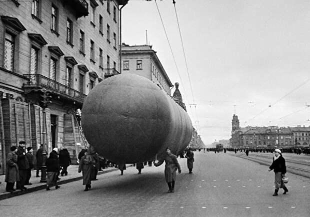 Аэростаты на Невском проспекте в Ленинграде. 1941 год