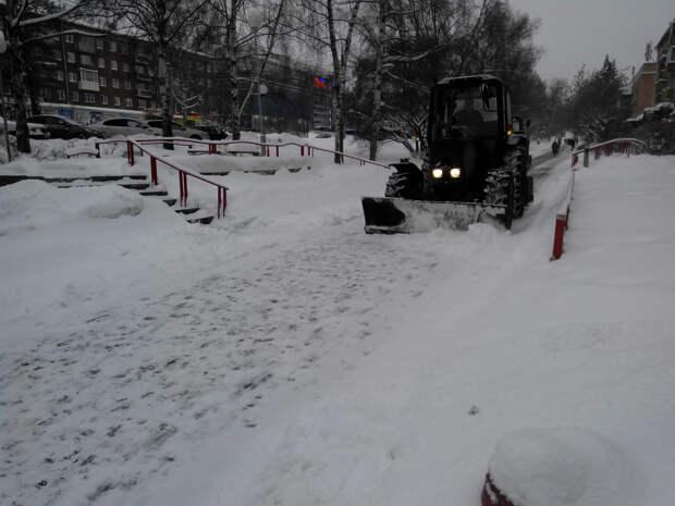 Жителей Ижевска попросили не оставлять машины на ночь на нескольких улицах