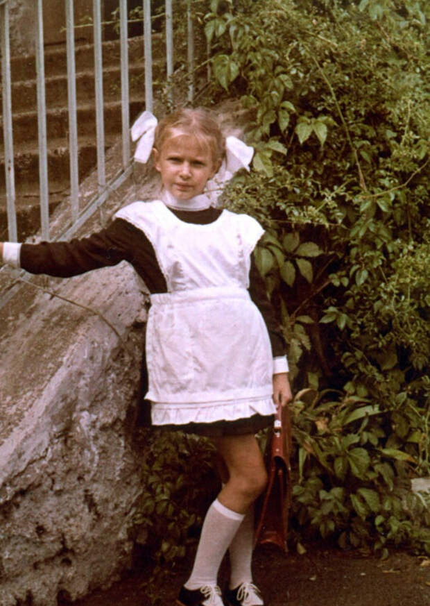 Эвелина Бледанс в детстве и молодости