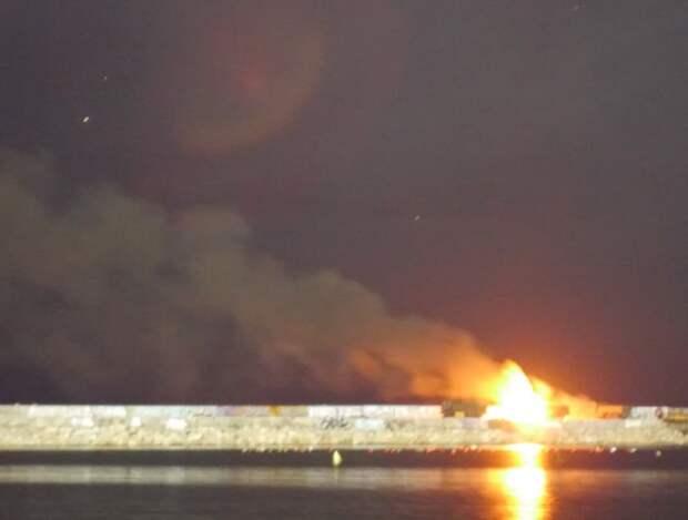 На фейерверке в Севастополе загорелась военная машина