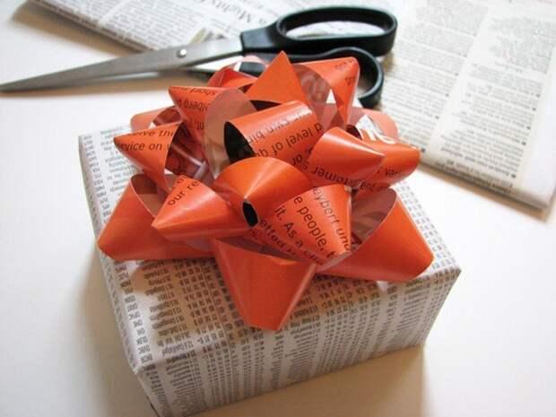 9. Самый нужный совет, пожалуй, это упаковка для подарков газеты, идеи, макулатура, на все руки мастер, поделки, своими руками