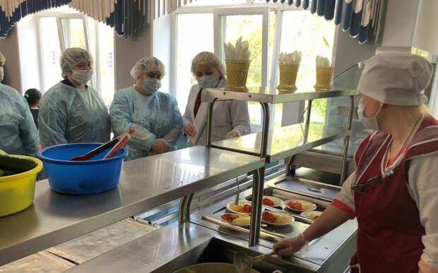 В Рязани родители проверили в школьных столовых организацию питания детей
