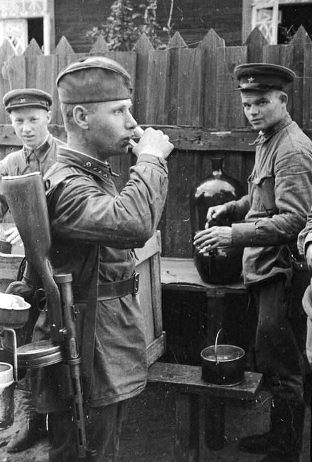 """""""При Сталине порядок был"""", говорите? Как пили и хулиганили в РККА перед войной"""