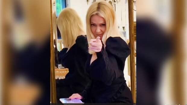 Жена Плющенко вместе спевицей Юлианной Карауловой показали тренды Тик Тока: видео