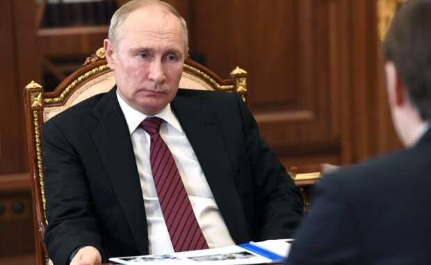 Путин напомнил о жалобах некоторых педагогов на отсутствие выплат за классное руководство