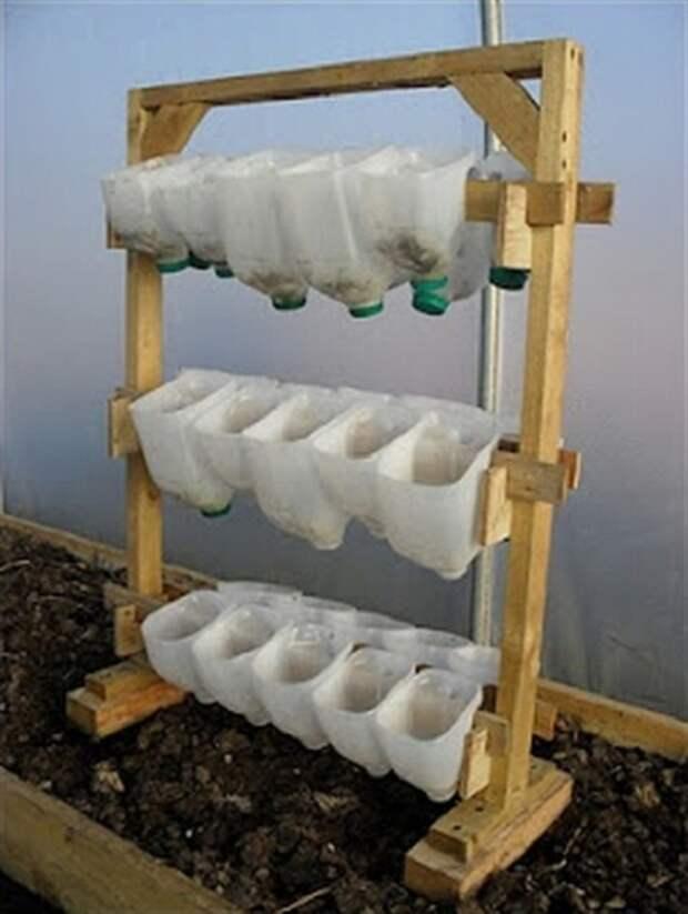 вертикальный сад из пластиковых емкостей