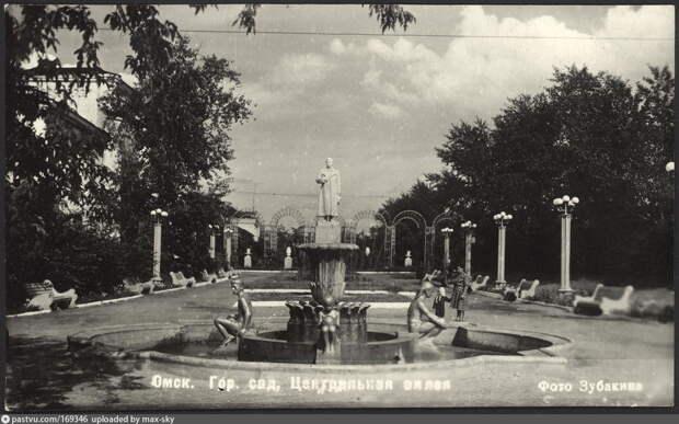 История на фото: когда в центре Омска стояли колесо обозрения и памятник Сталину