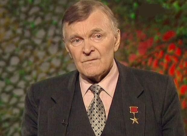 Президент не поздравил Юрия Бондарева с юбилеем.  Потому что не Солженицын и не Жванецкий