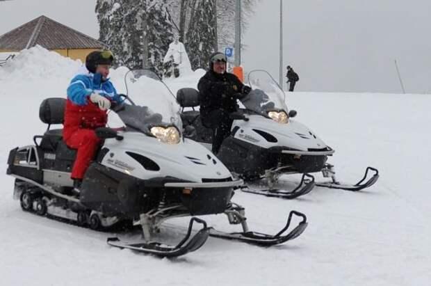 Путин и Лукашенко покатались на лыжах и снегоходах в Красной Поляне