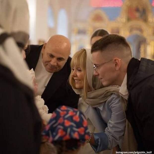 Иосиф Пригожин поделился новыми фото с крещения внучки Валерии