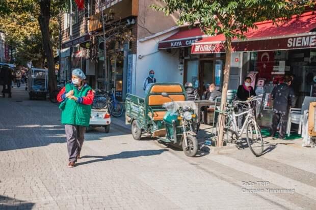 Нет заправок, запрещены машины, а до не давних пор перемещались на лошадаях — что это за район Стамбула?