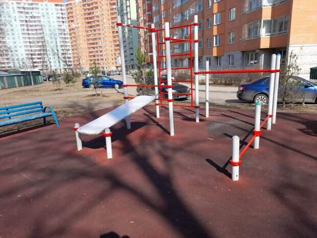 Детскую площадку на Русанова починили
