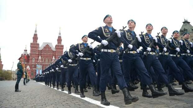 """Sohu: российская """"Катюша"""" вынудила военных из КНР поменять темп марша на параде в Москве"""