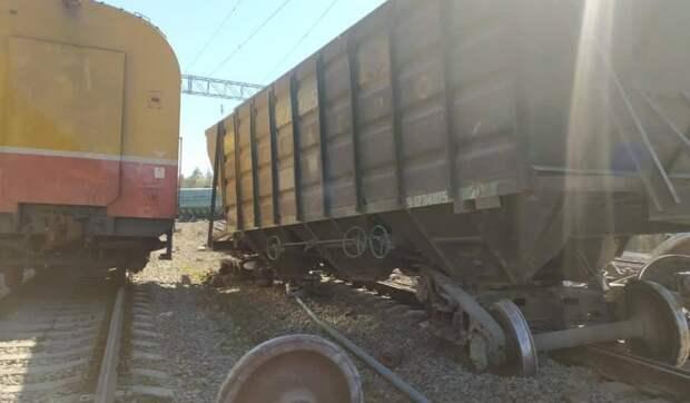 СК начал проверку по факту схода вагонов в Карелии