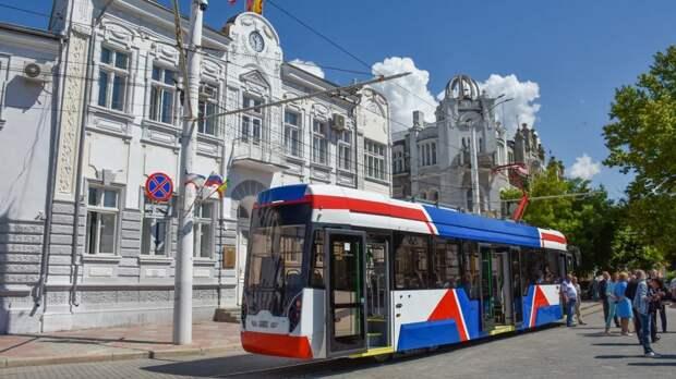В Евпатории вышел на маршрут новый трамвай
